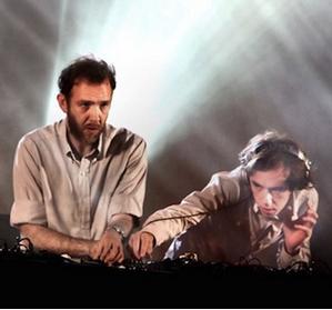 2 many DJ's , Reading Festival 2011 affiche